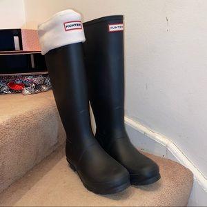 Black Matte Hunters w/ white boot sock